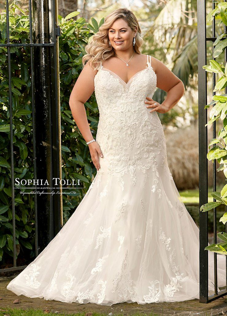Luxe Bridal Couture | Minneapolis Plus Size Wedding Gowns